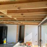 Spanplafond installatie in keuken poolhouse #Tension #Essentials #Renovatie #Spanplafond #LED-spots