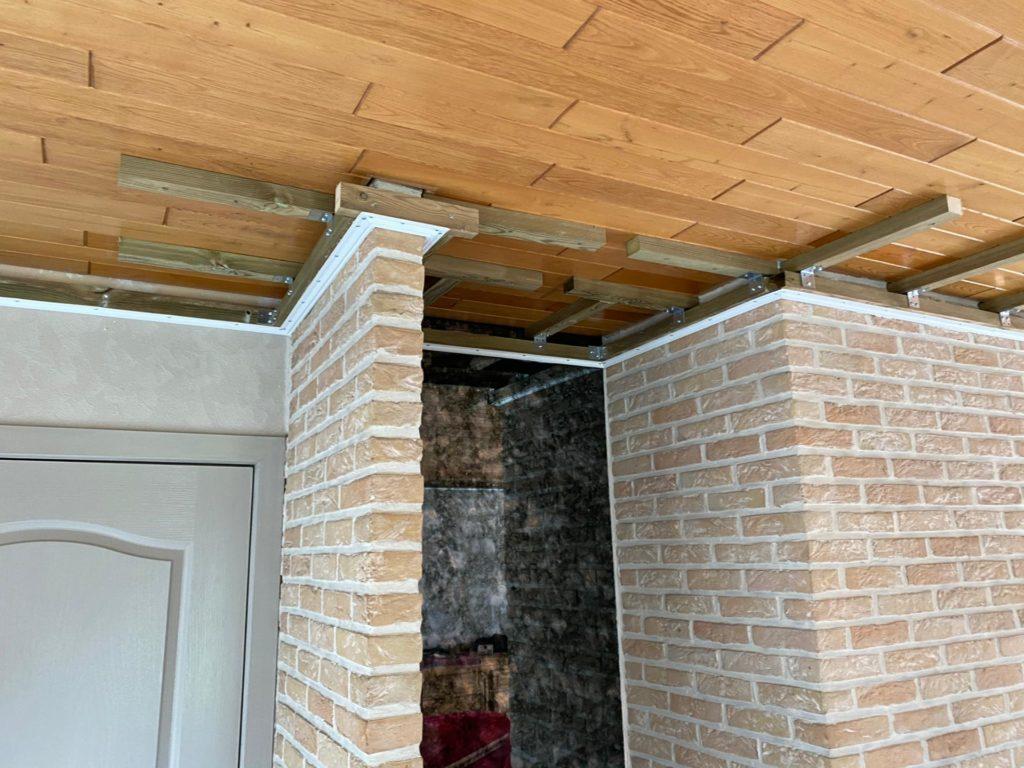 Spanplafond installatie in eetkamer. Plafond renovatie. Plafond renoveren #Tension #Essentials #Renovatie #Spanplafond #LED-spots