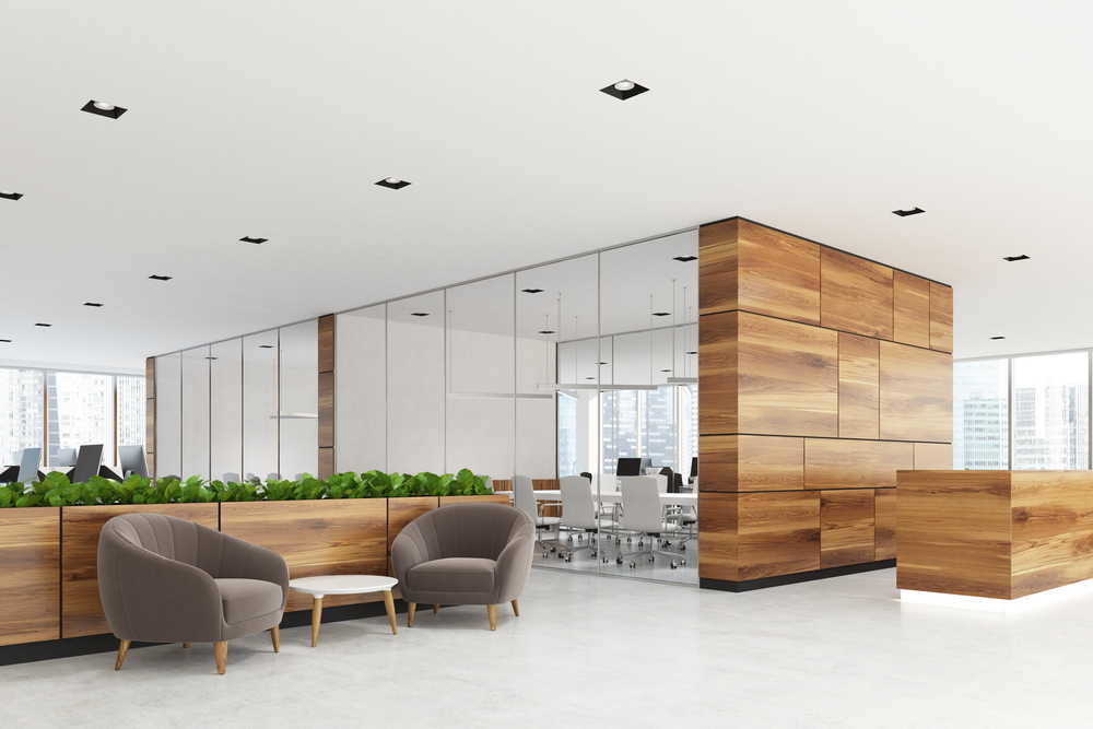 interieur design van een verzekeringskantoor met een spanplafond voorzien van ingebouwde LED spots