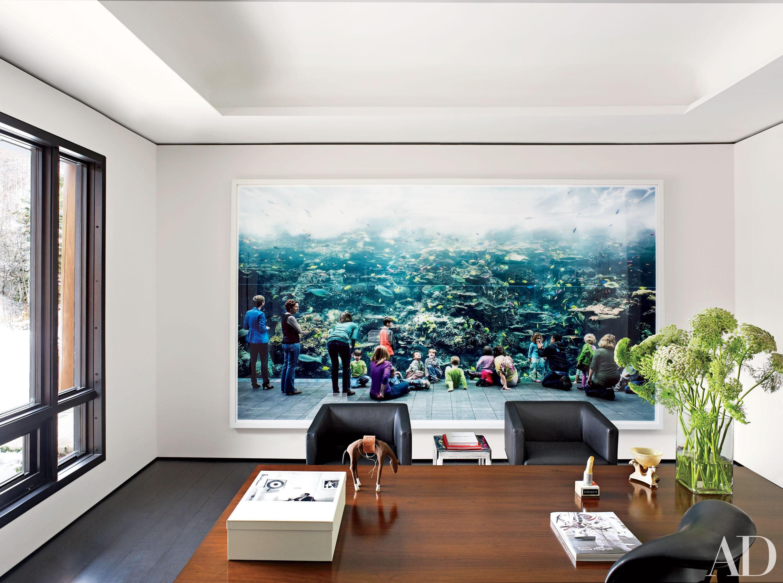 spanplafond en spanwand een Framview in een creatieve directeurskamer