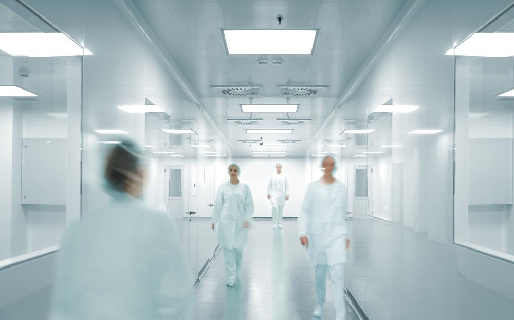 antibacteriële wand en spanplafond in een medische omgeving