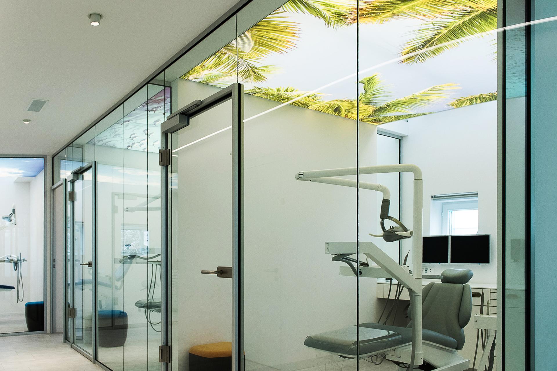 spanplafond spanwand in een medische praktijk