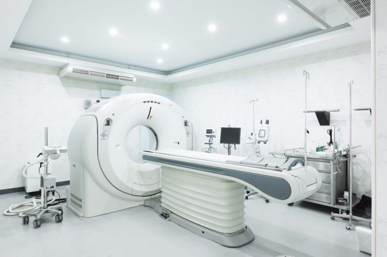 spanplafond spanwand in een medische praktijkruimte uiterst steriel spanplafond prijs