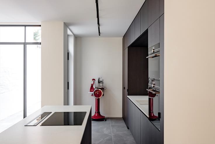 spanplafond spanwand wit essentials bint in herenhuis keuken foto