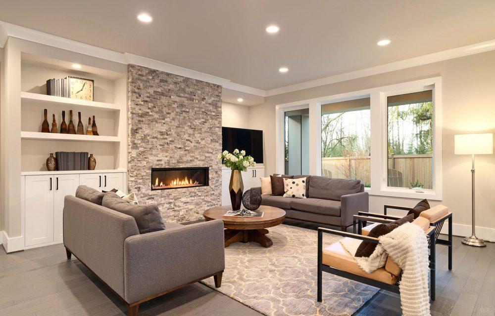 Interieur decoratie tips van BINT. Wit spanplafond met spots geintegreerd. Zetels in U-vorm