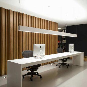 interieur design van een modern kantoor met een spanwand met ingebouwde verlichting spanplafond prijs