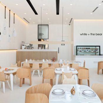interieur design van een modern restaurant met een spanwand met ingebouwde verlichting spanplafond prijs