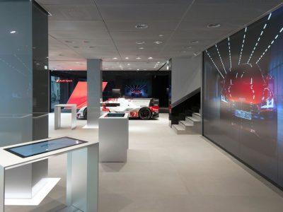 lichtplafond, spanplafond in showroom met grote showroom van