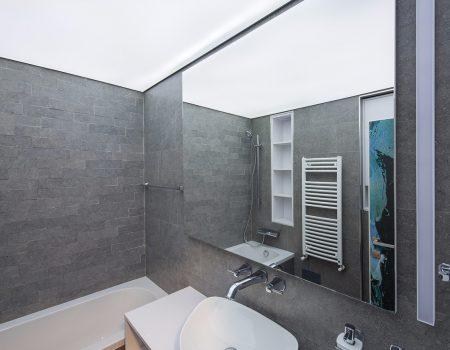 lumina verlicht spanplafond in badkamer