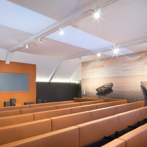 spanplafond en spanwand in ceremonieruimte