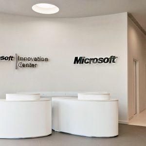 spanplafond en spanwand in het microsoft innovatie center