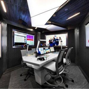 spanplafond lichtplafond in een radio studio
