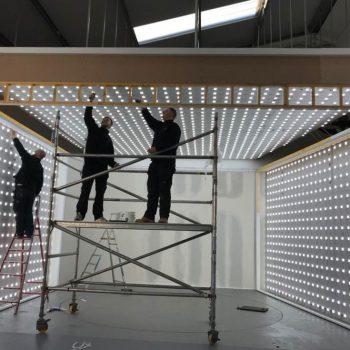 Opbouw photobooth auto showroom