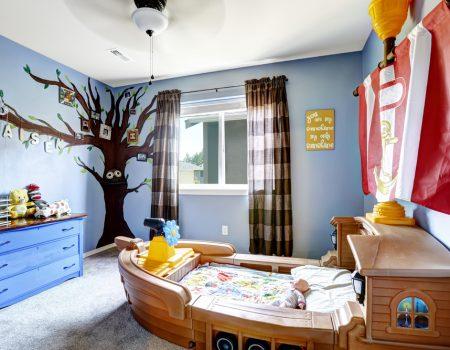 spanplafond met print en spanwand in een kinderkamer