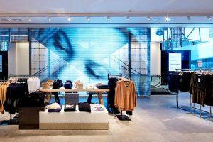 spanplafond spanwand frameview in de showroom van een moderne kledingwinkel spanplafond prijs