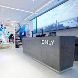 print lichtbak. spanplafond spanwand frameview skyline op de achtergrond van een ontvangsbalie in moderne winkel