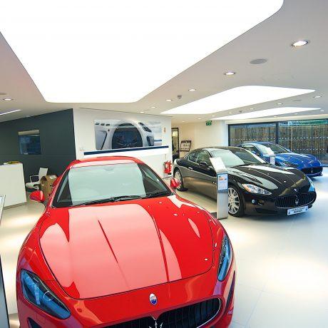 spanplafond spanwand lumina in een auto showroom spanplafond prijs