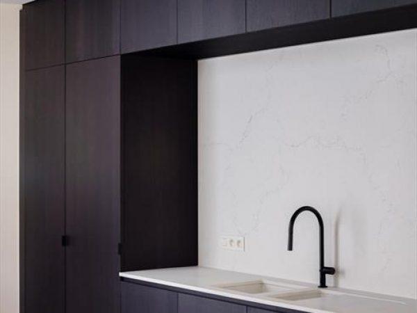 spanplafond spanwand wit essentials bint in herenhuis keuken foto2