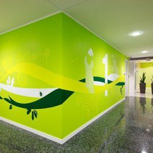 spanwanden in verzekeringskantoor en spanplafond met inbouw spots
